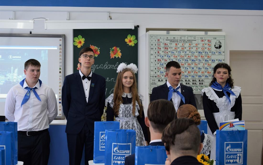 Школьники углубленно изучают предметы физико-математического профиля, участвуют вотраслевых олимпиадах ислетах учащихся.